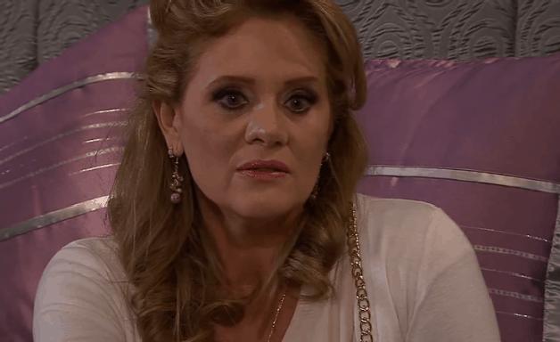 Amores Verdadeiros - Capítulo de Segunda (02/08): Vitória sente ciúmes de Adriana