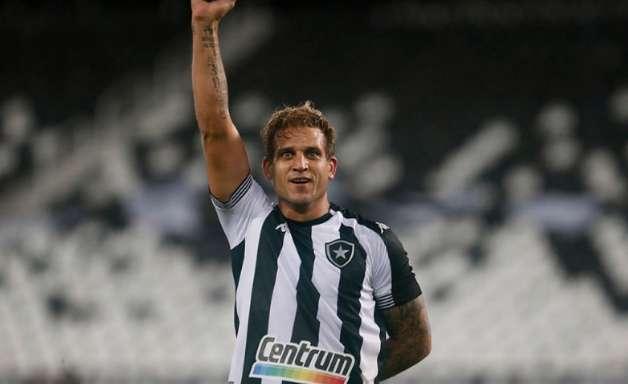 Voando! Rafael Moura marca, Botafogo vence a Ponte Preta e encosta no G4 da Série B