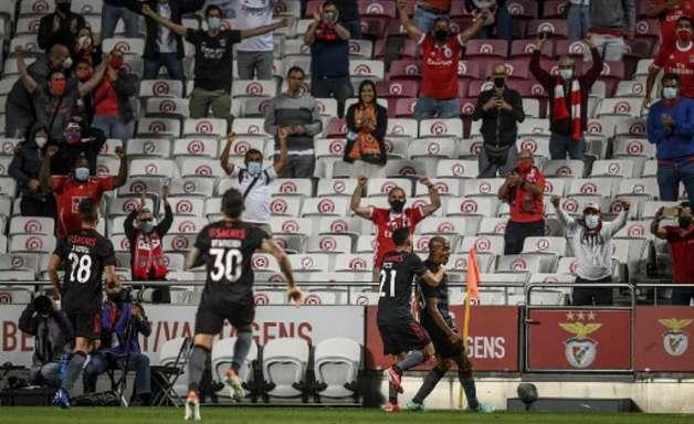 Benfica bate o Spartak Moscou e avança na Liga dos Campeões