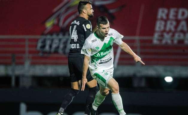 Com dois gols de Wagner, Juventude vence Bragantino de virada pela Série A