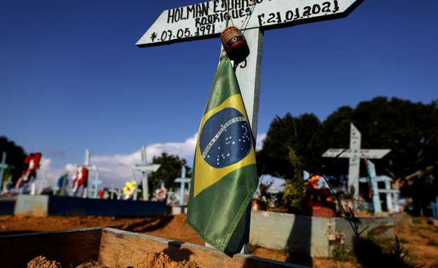 Brasil notifica 839 mortes por covid nas últimas 24 horas
