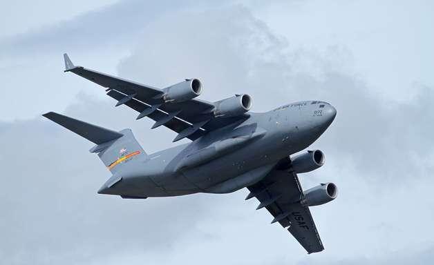 É possível levar 800 pessoas em um avião de carga?
