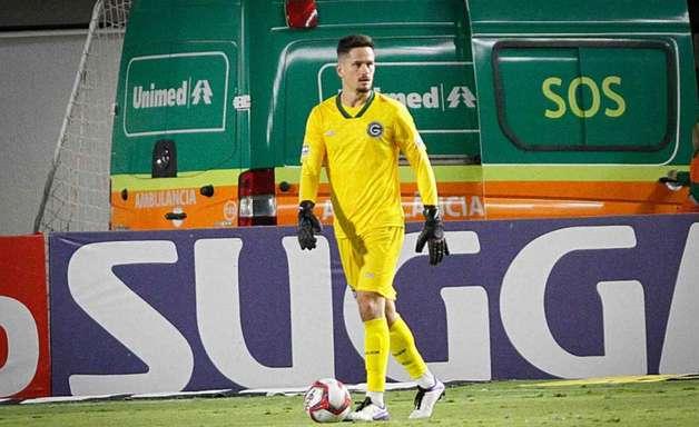 Goleiro menos vazado da Série B do Campeonato Brasileiro, Tadeu destaca bom primeiro turno do Goiás