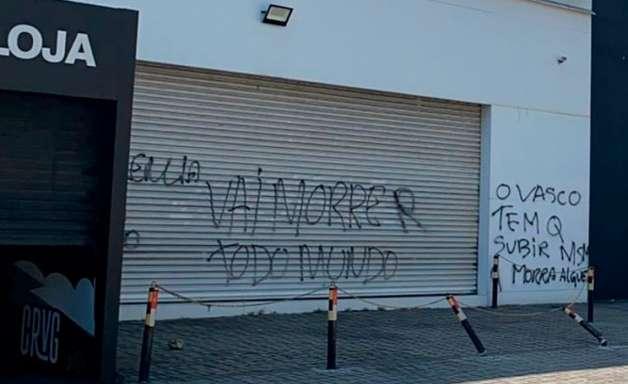 """Sede do Vasco é pichada com ameaça: """"Vai morrer todo mundo"""""""