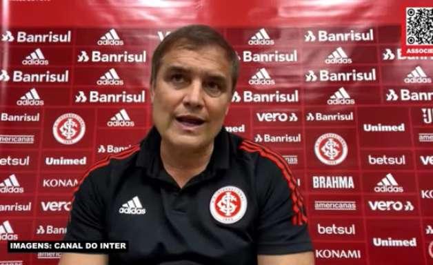 """INTERNACIONAL: Aguirre vê erros defensivos como normais e destaca ímpeto da equipe em campo: """"O time não desiste e luta sempre"""""""