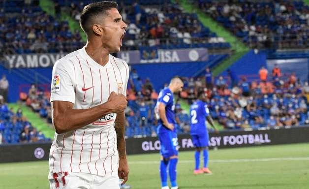 Sevilla marca nos acréscimos, vence Getafe e lidera Espanhol