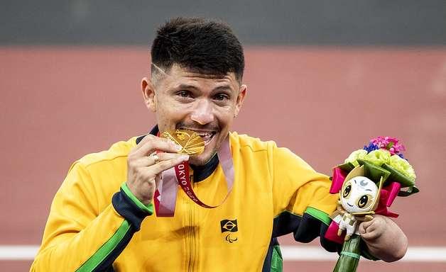 Brasil leva cinco ouros e sobe para 6º no quadro de medalhas