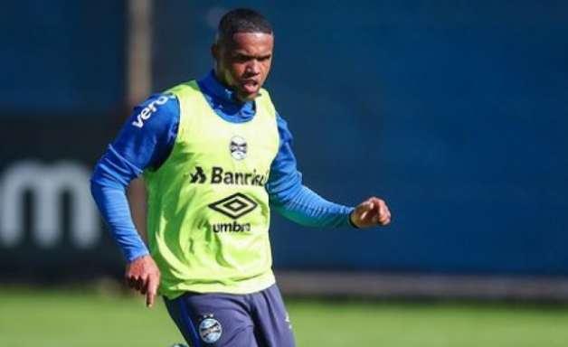 Grêmio divulga relacionados contra Ceará sem Douglas Costa