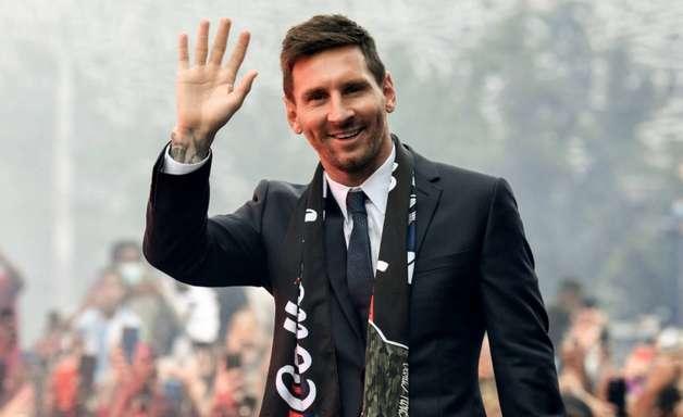 Messi entra em campo pelo PSG neste domingo: relembre a estreia de outros craques pela equipe
