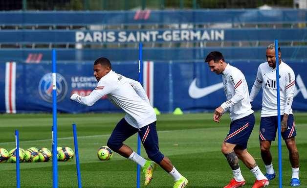 PSG pode ter Messi, Neymar e Mbappé no ataque neste domingo