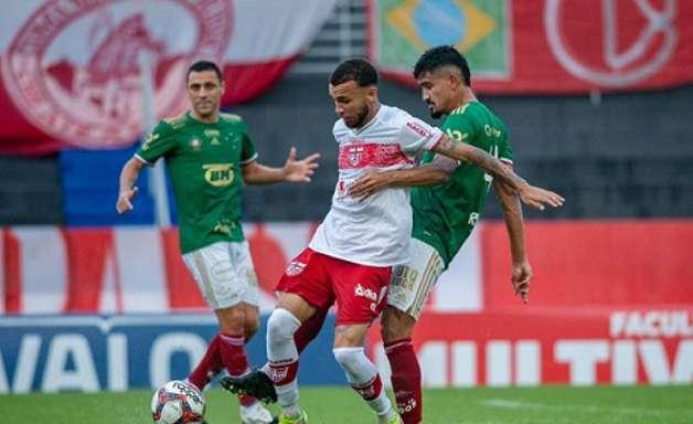 Em duelo com muita chuva, CRB e Cruzeiro empatam em Maceió