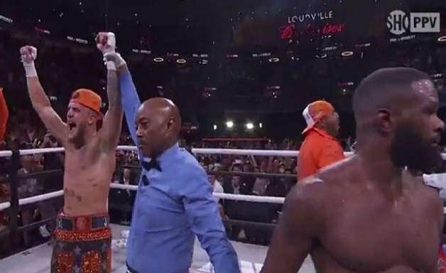 Youtuber Jake Paul vence o ex-UFC Tyron Woodley e mantém sua invencibilidade no Boxe; veja