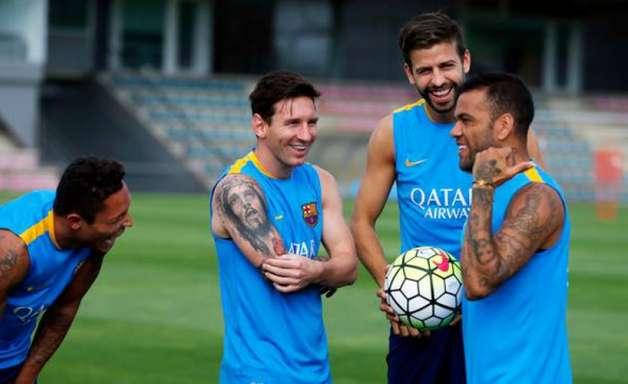 Ao LANCE!, lateral Adriano afirma que PSG tem potencial de alcançar Barcelona de Pep Guardiola