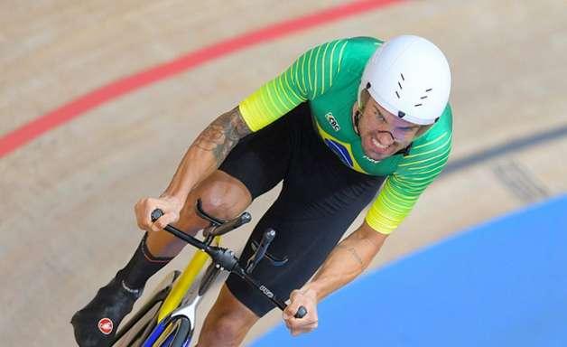 Lauro Chaman sofre queda no fim e fica fora do pódio no ciclismo nos Jogos Paralímpicos
