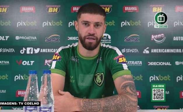 """AMÉRICA-MG: Fabrício relembra conselhos da mãe para seguir no futebol, ao comentar os dois gols sobre o Ceará: """"Se tivesse parado, não estaria vivendo isso hoje"""""""
