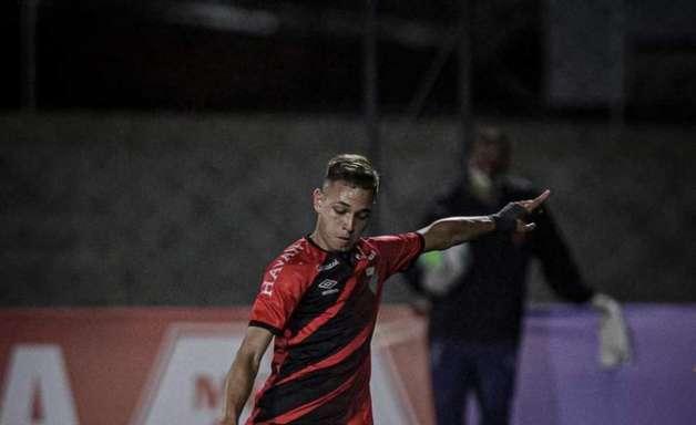 Dudu Scheit marca os dois gols da virada do Athletico e mira objetivo no Brasileiro Sub-20: 'O primeiro lugar'
