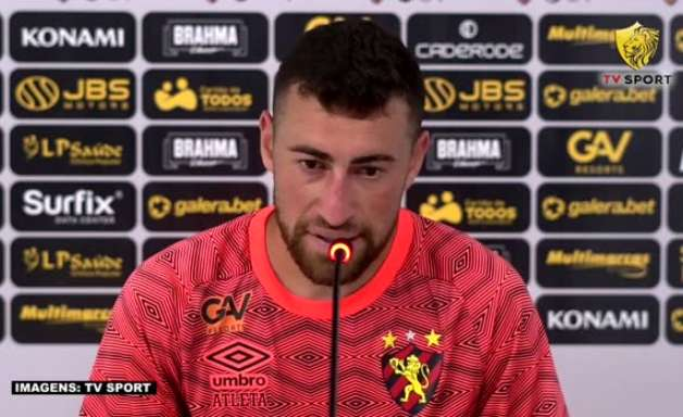 """SPORT: Paulinho Moccelin pede 'concentração e foco' antes do confronto contra o Athletico-PR: """"Temos que estar ligados e sem afobação"""""""