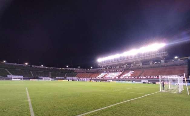 Rodallega faz quatro gols e Bahia vence Fortaleza