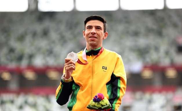 7º: Brasil iguala recorde de medalhas com prata na maratona