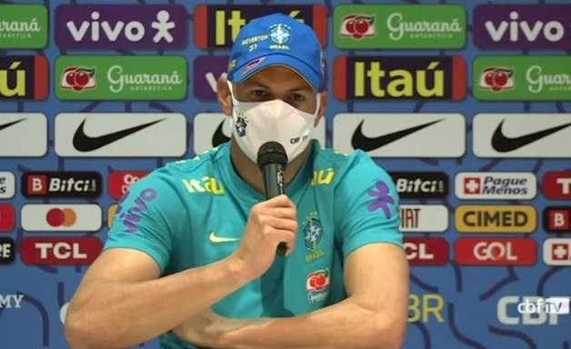 Goleiro Weverton celebra nova chance como titular na Seleção