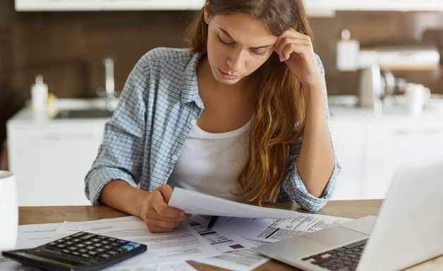 Entenda a diferença entre dívida negativada e dívida atrasada