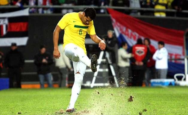 André Santos lamenta por não ter jogado a Copa de 2010