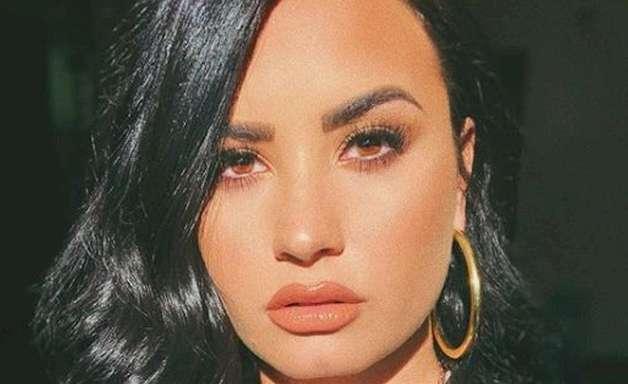 Demi Lovato busca ET's em trailer de nova série; assista