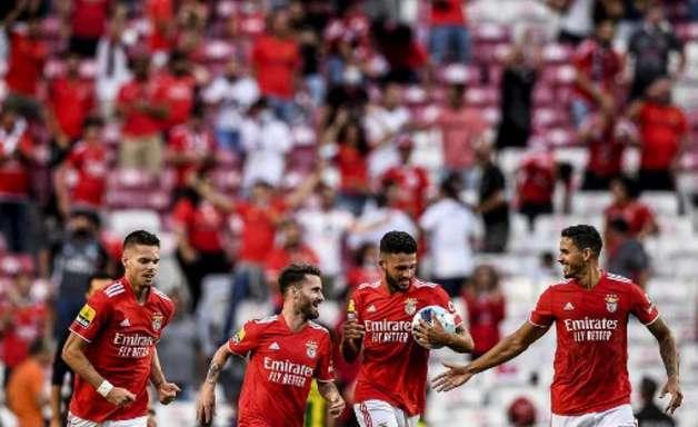 Benfica brilha e goleia o Santa Clara fora de casa pelo Português