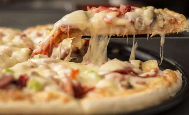 Pizza no tabuleiro e na frigideira: receitas fáceis e rápidas de preparar