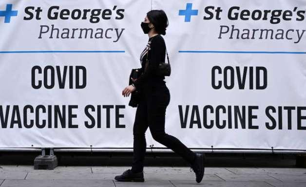 Reino Unido aprova 3ª dose para pessoas com mais de 50 anos