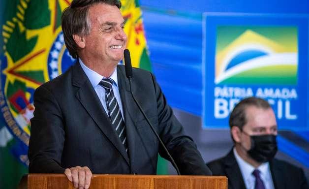 """""""Fake news faz parte da nossa vida"""", defende Bolsonaro"""