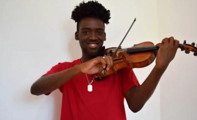 'Violino serviu de escudo e me salvou de bala perdida no Rio'
