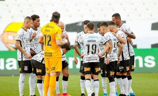 Corinthians troca muitos passes, mas é um dos que menos finalizam no Brasileirão-2021
