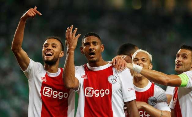 Haller faz 4 e Ajax goleia Sporting; Dortmund bate Besiktas