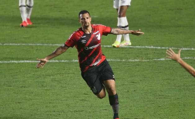 Athletico bate o Santos de novo e avança na Copa do Brasil