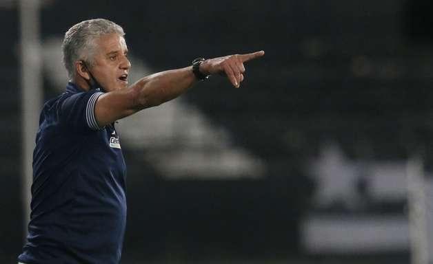 Auxiliar enaltece o grupo do Botafogo, mas mantém os pés no chão: 'Temos que continuar focados'