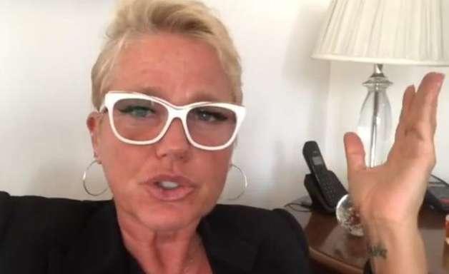 Xuxa divulga foto da primeira comunhão e detalhe na imagem deixa todos chocados