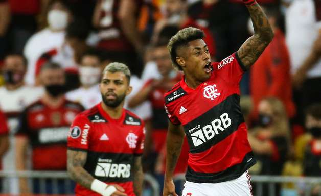 Flamengo bate Barcelona por 2 a 0 e fica perto da final