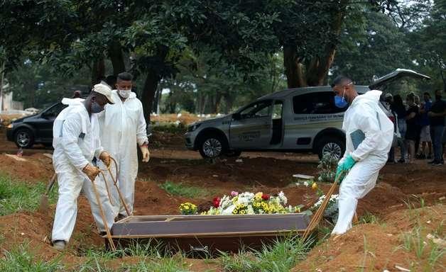 Brasil registra 19.438 novos casos e 699 novas mortes por Covid-19