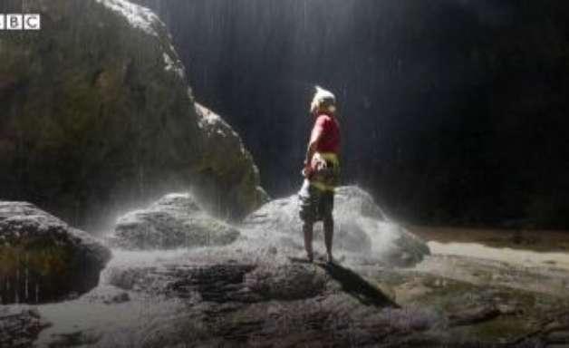 Exploradores descem pela 1ª vez ao Poço dos Infernos no Iêmen