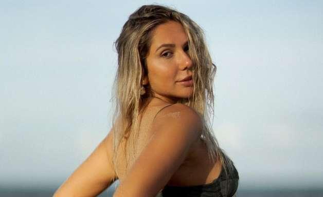 Filha de Renato Gaúcho, Portaluppi renova o bronze na praia