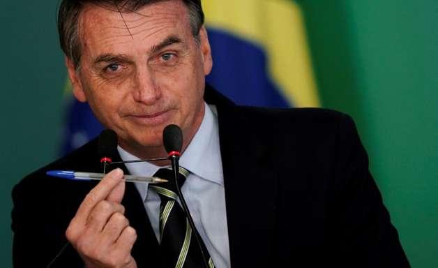 Bolsonaro sanciona lei para candidaturas com contas vetadas