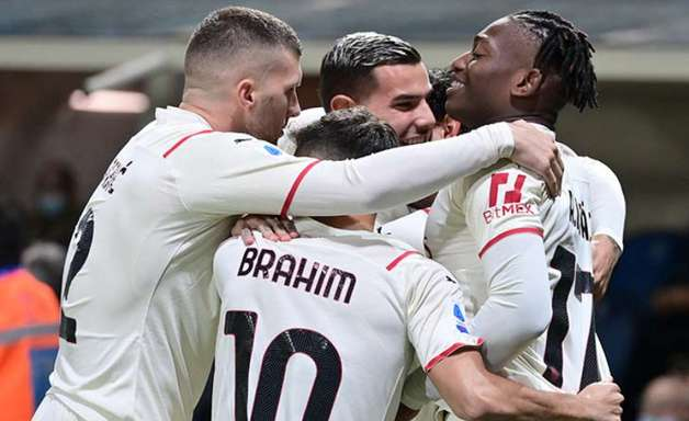 Milan toma susto no fim, mas vence a Atalanta no Italiano