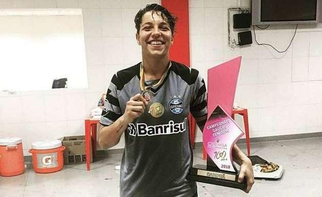 Com passagem por grandes clubes brasileiros, goleira Carol Aquino morre aos 25 anos