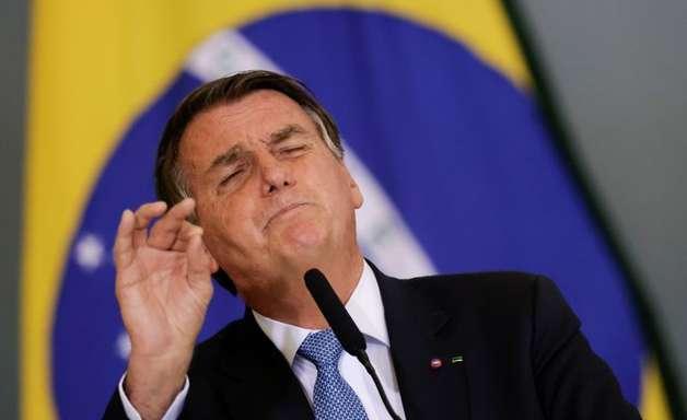Bolsonaro ameaça mais uma vez agir fora da Constituição