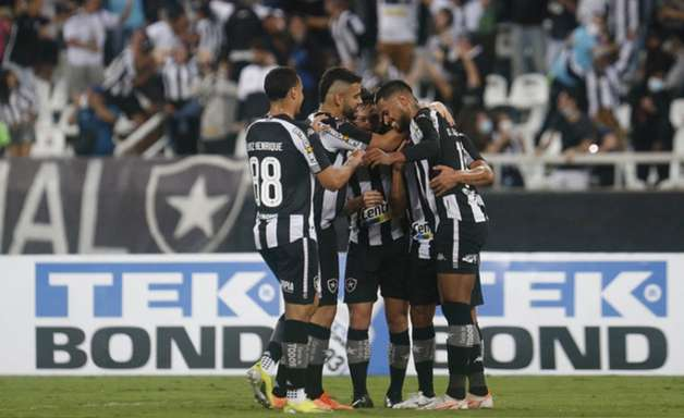 Análise: Botafogo não é brilhante, mas momento na Série B exige vitórias e time não passa sufoco