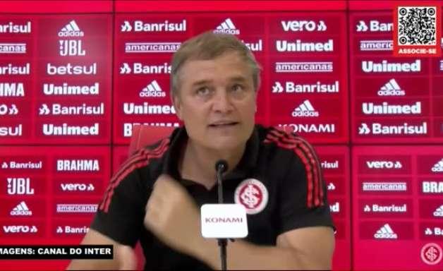 """INTERNACIONAL: Aguirre vê jogadores motivados com a presença da torcida e comenta goleada sobre a Chape: """"Não esperávamos, mas as vezes acontece"""""""