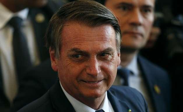 Sem passaporte vacinal, Bolsonaro diz que foi barrado de assistir Santos x Grêmio
