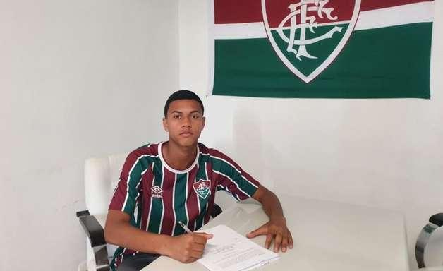 Fluminense renova com Esquerdinha, destaque do time sub-15; novo contrato vai até o final de 2026