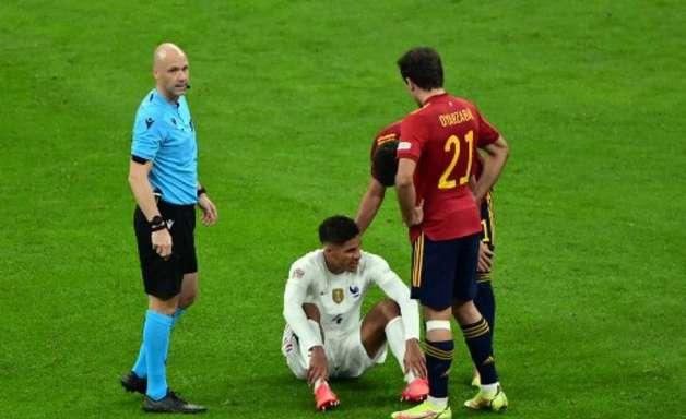 Raphael Varane desfalca Manchester United por algumas semanas